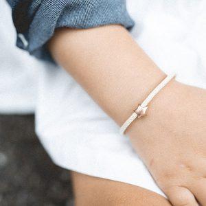 Armband_Stern_gold_beige_Bindung-sohn-tochter-hochwertig-nachhaltig-kinderschmuck