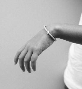Lieblingsstuecke_armband_silber_rosa_Kind-Bindung-sohn-tochter-hochwertig-nachhaltig-kinderschmuck